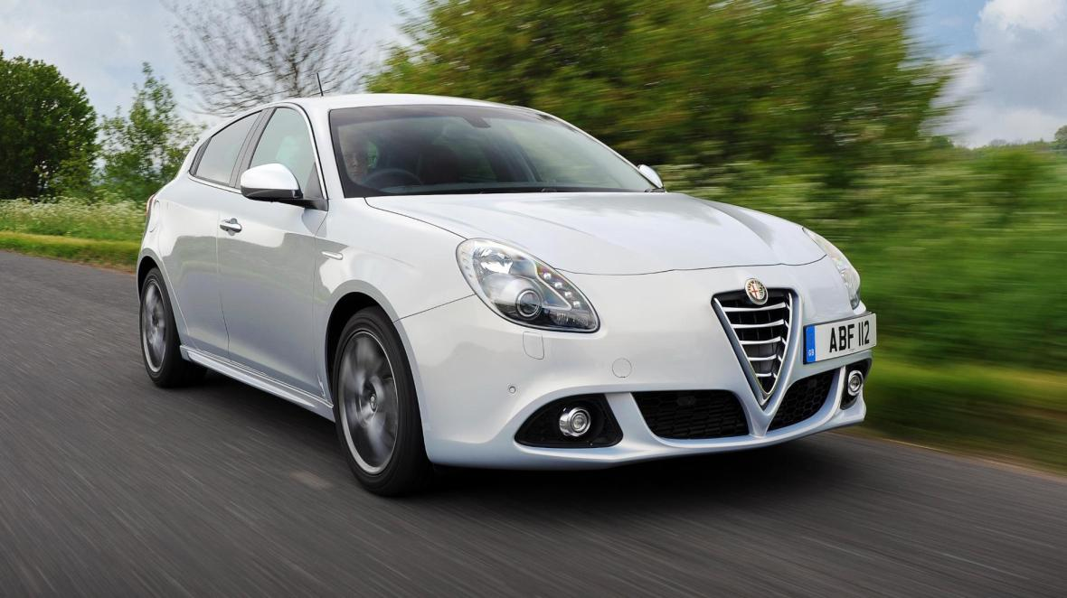 buyers_guide_-_alfa_romeo_guilietta_2014_-_front_quarter
